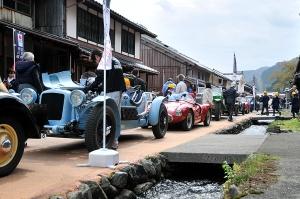 熊川宿に並べられた車たち